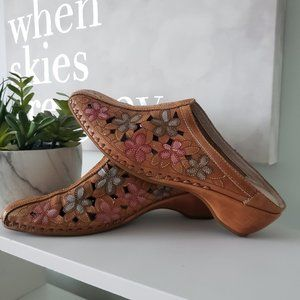 Pikolinos flower cut out leather shoes